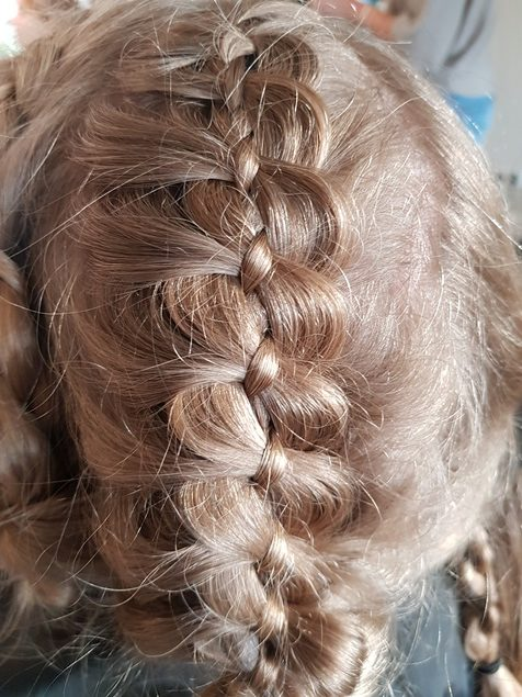 Haarstijl Inge - trainingen - Long Hair Quick Updo - opsteek training lang haar foto 1