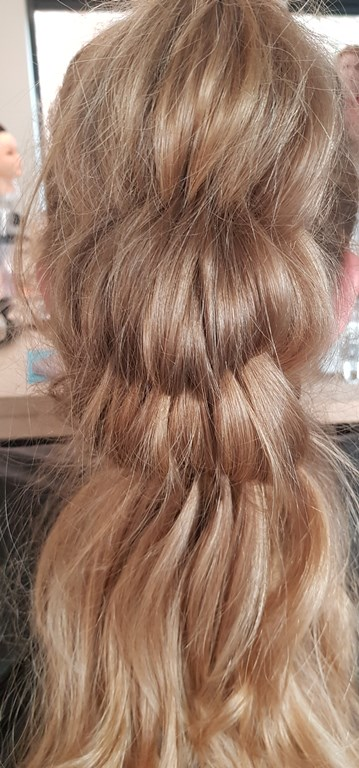 Haarstijl Inge - trainingen - Long Hair Quick Updo - opsteek training lang haar foto 2