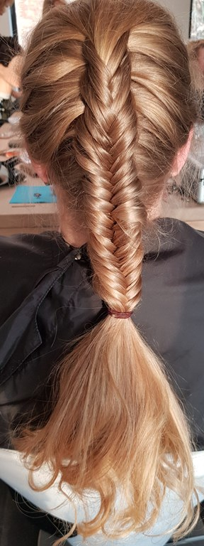 Haarstijl Inge - trainingen - Long Hair Quick Updo - opsteek training lang haar foto 3